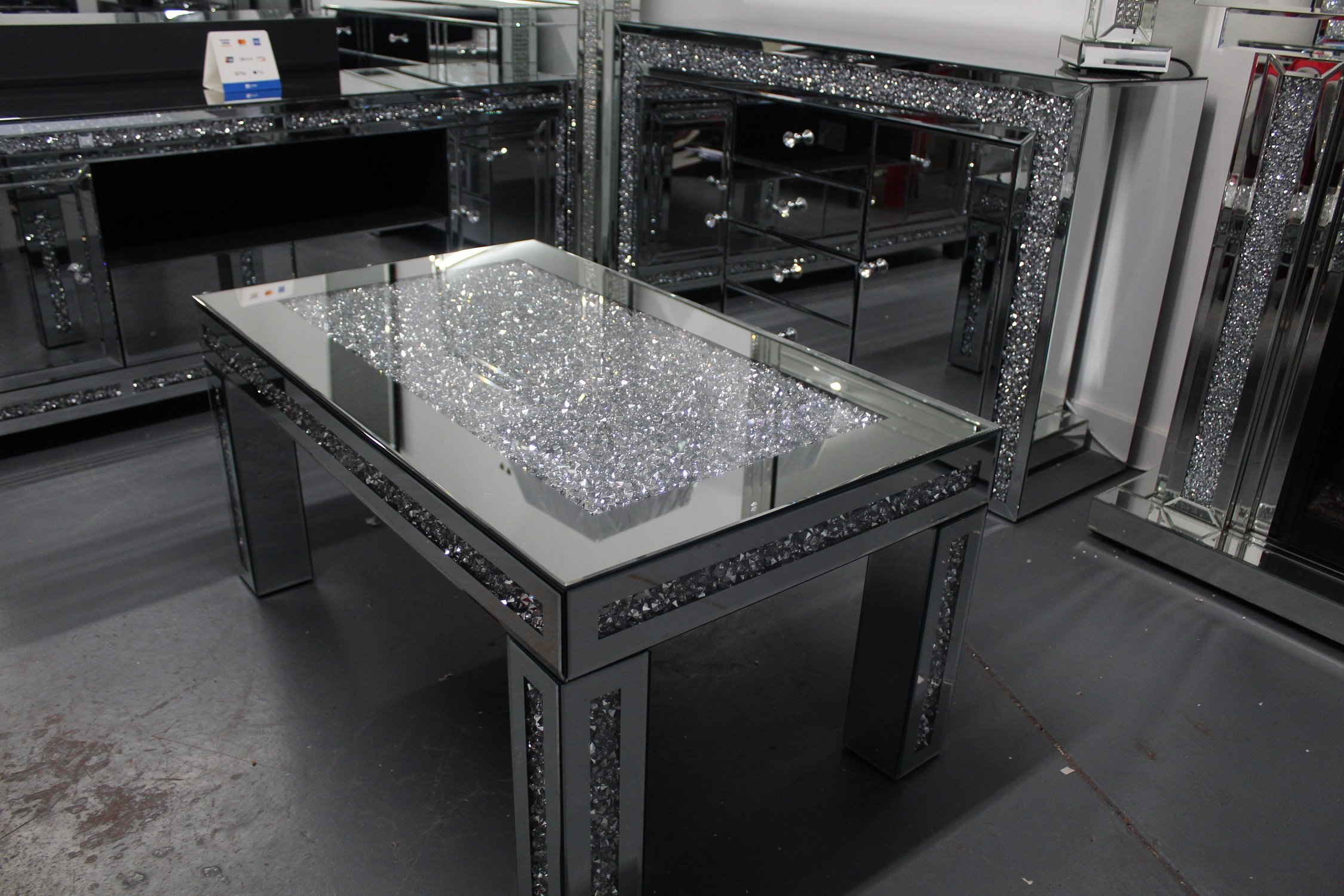 Diamond crush coffee table - Mirrored